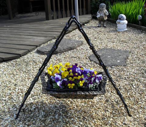 a buddi hanging basket stand